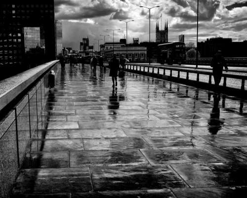london bridge rain wet shine