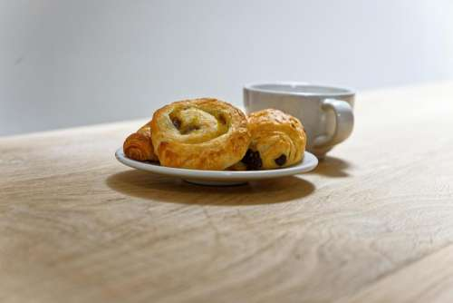 food sweet French pastry pain aux raisins grape bread