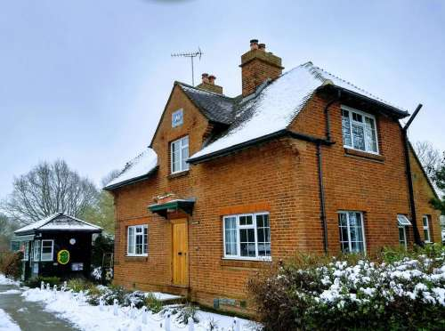 lock keepers house snow winter abingdon thames