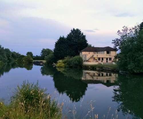 thames river hotel pub evening