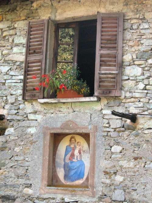 window blinds stone wood
