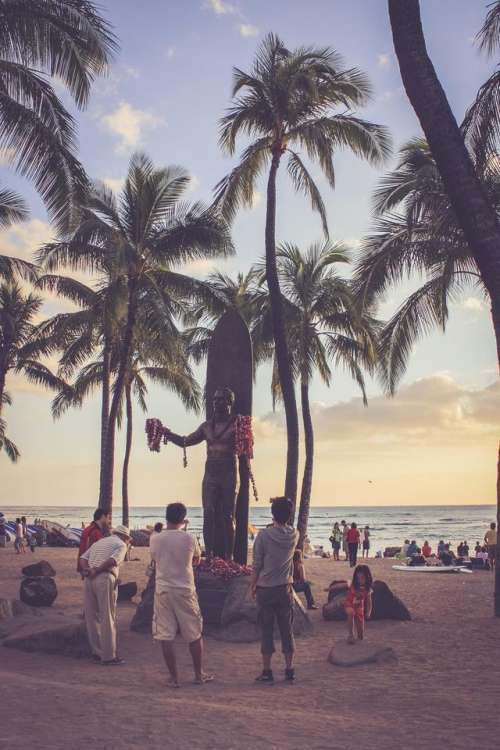 statue Waikiki Hawaii Duke Kahanamoku greetings