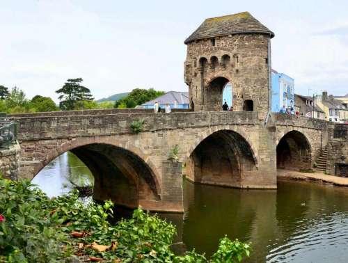 Bridge architecture river