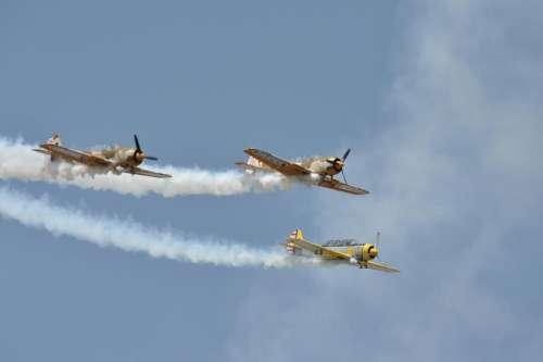 Air show airplane airplanes