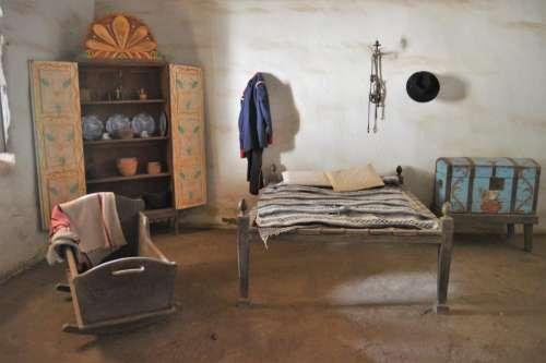 mission bedroom cot