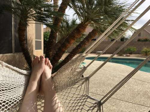hammock bare feet toes barefoot