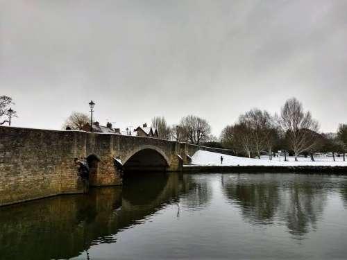 river thames abingdon bridge winter snow