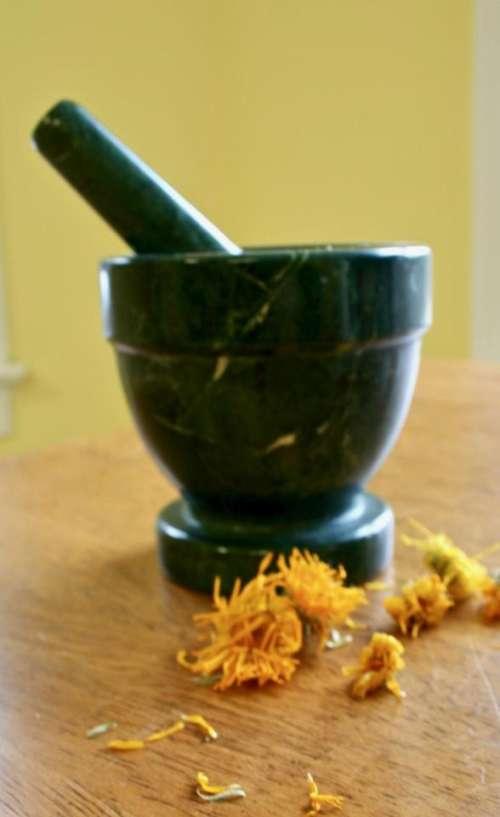 herbal medicine herbs alternative medicine calendula healing