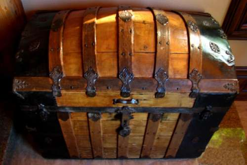 chest treasure chest wood trunk old