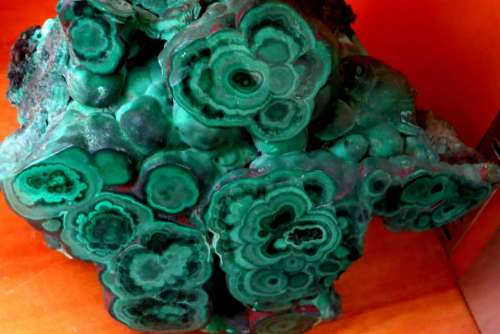 malachite green mineral rock stone