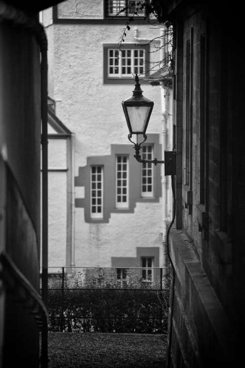 edinburgh scotland lamp light