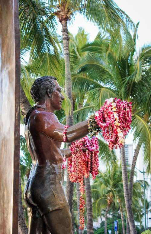 statue Waikiki Hawaii Duke Kahanamoku greetings