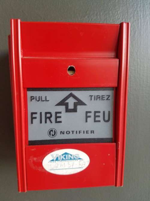Fire alarm pull box fire department Montreal  French emergency