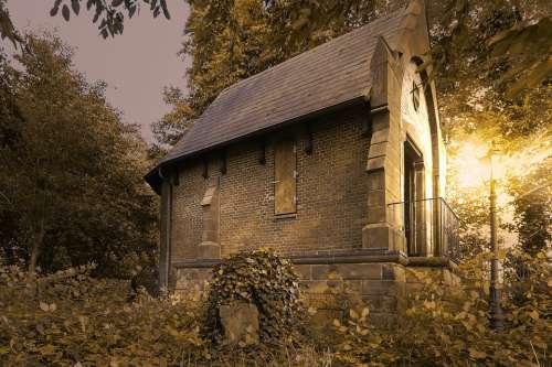 Mausoleum Isenbüttel Gothic Ivy Mystical