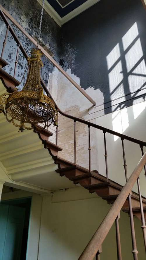 Staircase Chandelier Rust Old Trap Expiration
