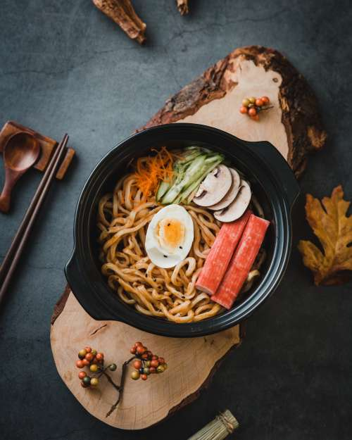 Noodles with egg and vegetables