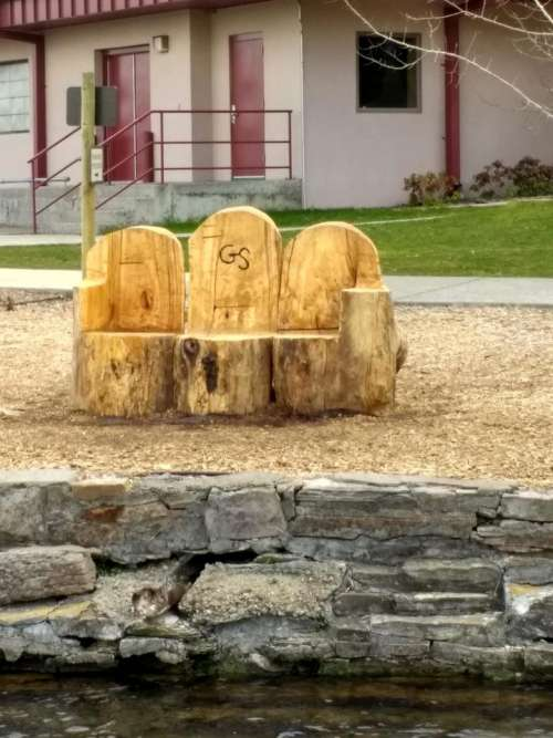 Tree stump bench woodworking