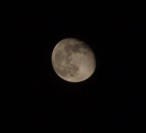 moon fujifilms9600 iso 1600 f2.6