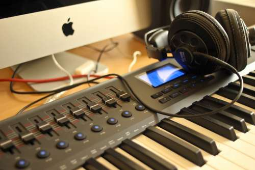Audio Apple Headphones Studio Keyboard Computer