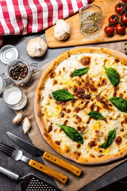 Pizza Quattro Formaggi Vertical