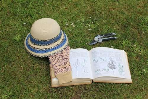 Gardening Book Sun Hat Garden Gloves Read Header