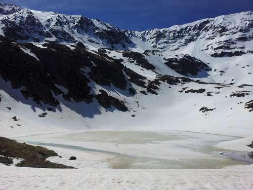 Lake Snow Mountains Adventure Winter Pyrenees