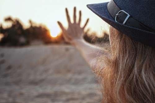 Sun Five Dawn Sunset Girl Hand Hat Blonde