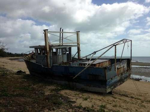 shipwreck abandoned boat