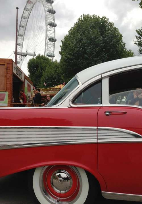 London Eye 50's car antique vintage red