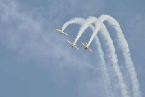 Air show airplanes
