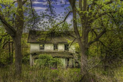 abandoned house country