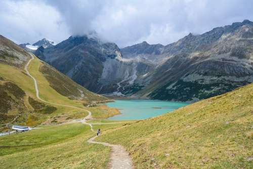 Alpine Mountains Bergsee Water Rifflsee Wanderer