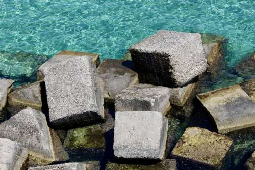 Breakwater Stone Sea Water Cube