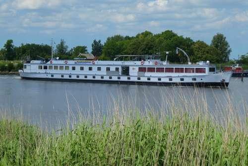 Cruise Ship Boat Boating Tourism River Cruises