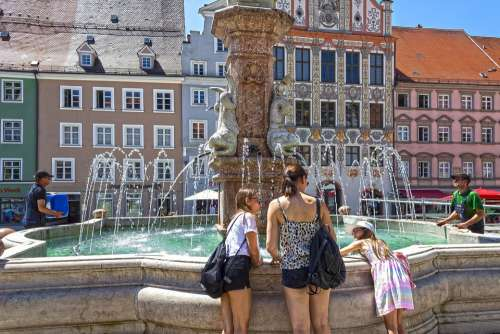 Fountain Tourists Mother Daughters Workers Houses