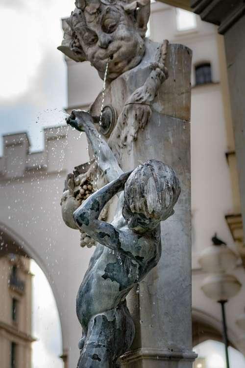 Manneken Boy Spit Water Sculpture Fountain Face