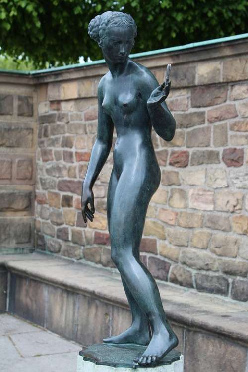 Shveden Stockholm Stadshuset Sculpture Statue