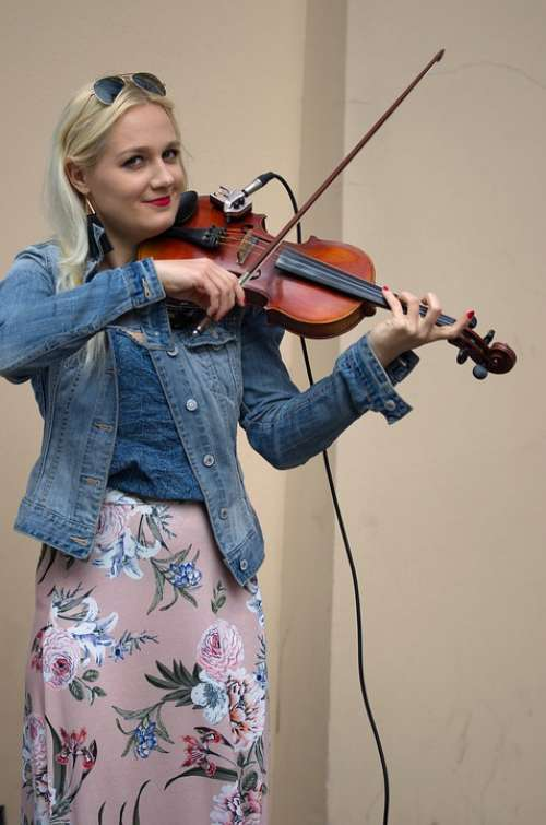 Woman Young Blonde Smiling Violin Interpretation