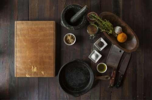 wood cuttingboard grinder spices pot