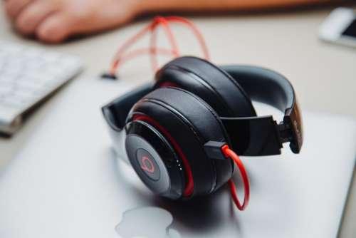beats headphones audio macbook laptop