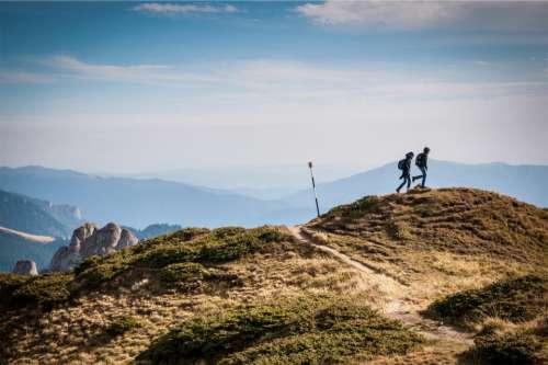 hiking hikers backpacks knapsacks trekking