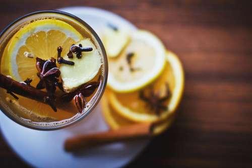 lemon drinks cinnamon glass