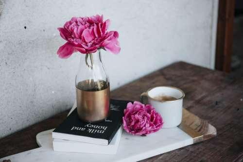 pink flower vase display table