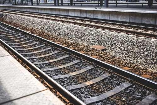 infrastructures railways train tracks stones