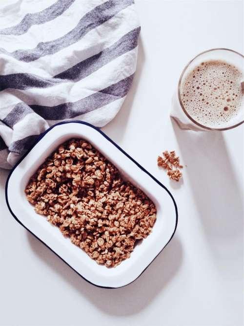 granola oatmeal cereal breakfast milk