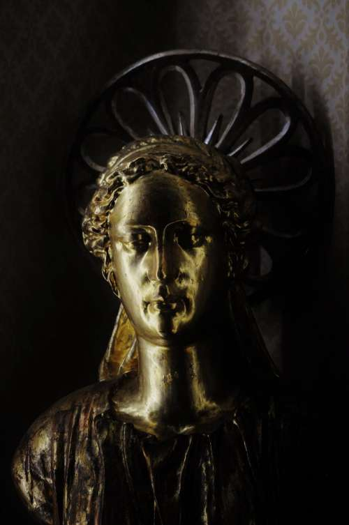 gold statue angel