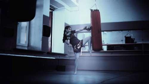 girl kickboxing mma muay thai gym