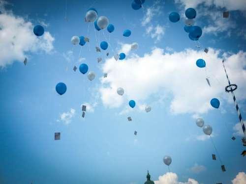 wedding balloons sky clouds Munich