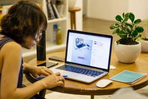 laptop apple macbook computer browser
