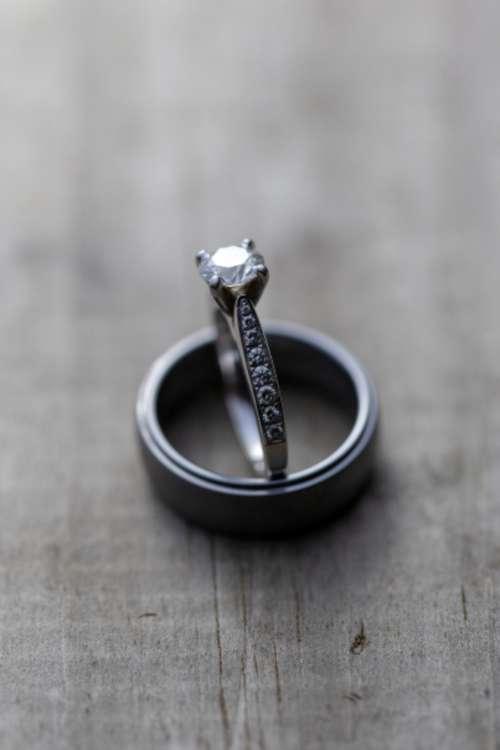wedding rings rustic close up macro